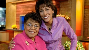 Robin Roberts posing with her mom
