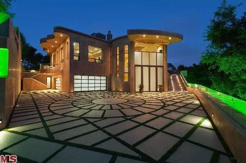 rihanna-house-wenn-013-480w