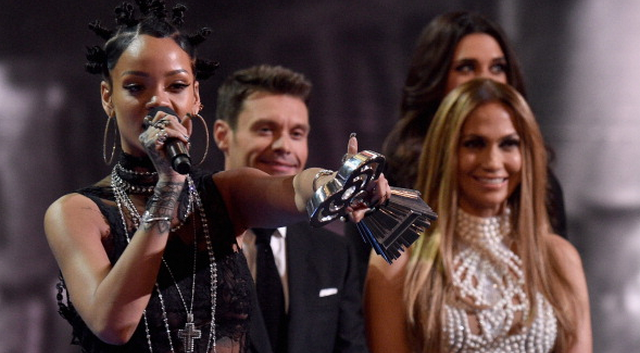 Jennifer Lopez And Rihanna Go Butt-to-Butt In Backstage Photo At The iHeartRadio Music Awards