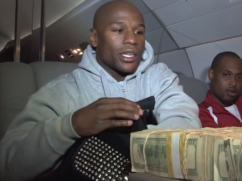 20MAR2015 - he-posted-a-video-of-himself-counting-1-million-in-cash-on-his-plane