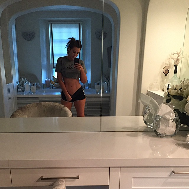 28FEB2015 - khloe kardashian mirror selfie
