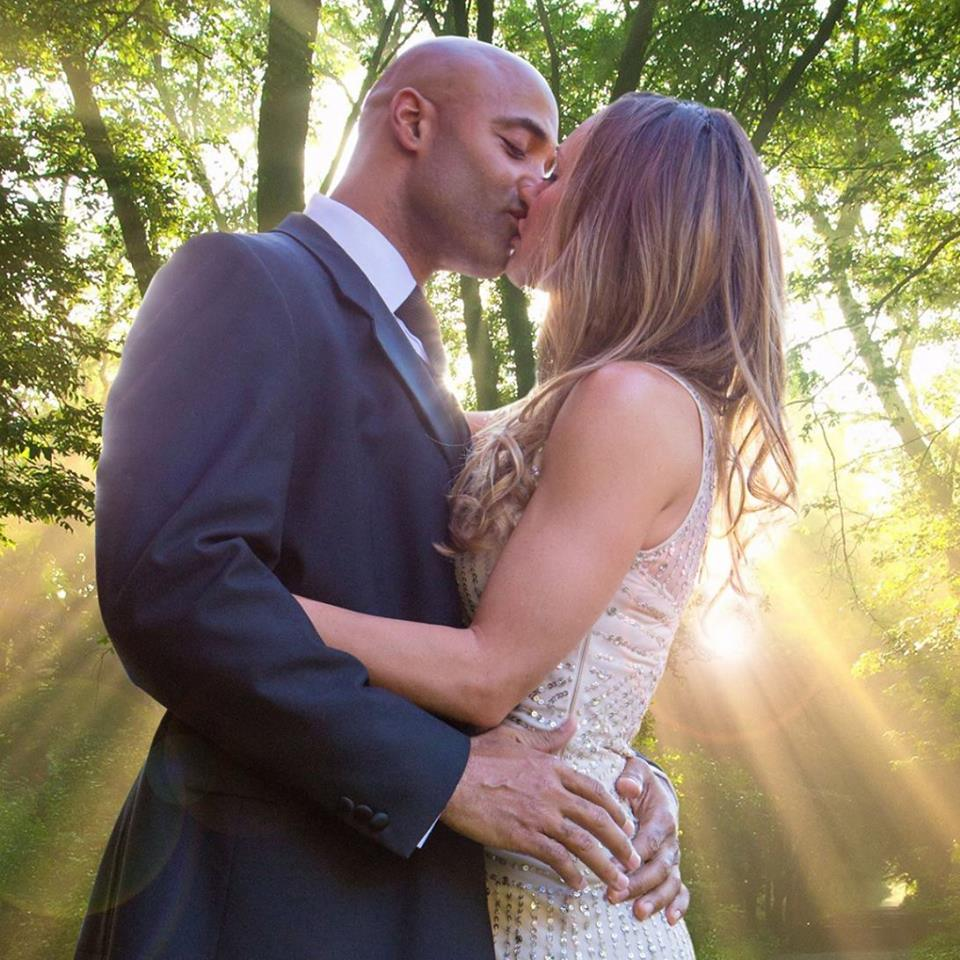 James and Jaimi Freeman kissing sunlight 13MAY2015