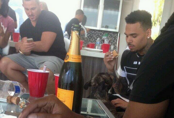 chris-brown-eating-at-party-la