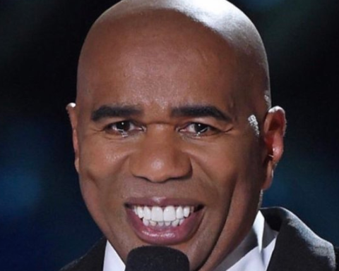 Steve harvey without a mustache is freaking terrifying and twitter is