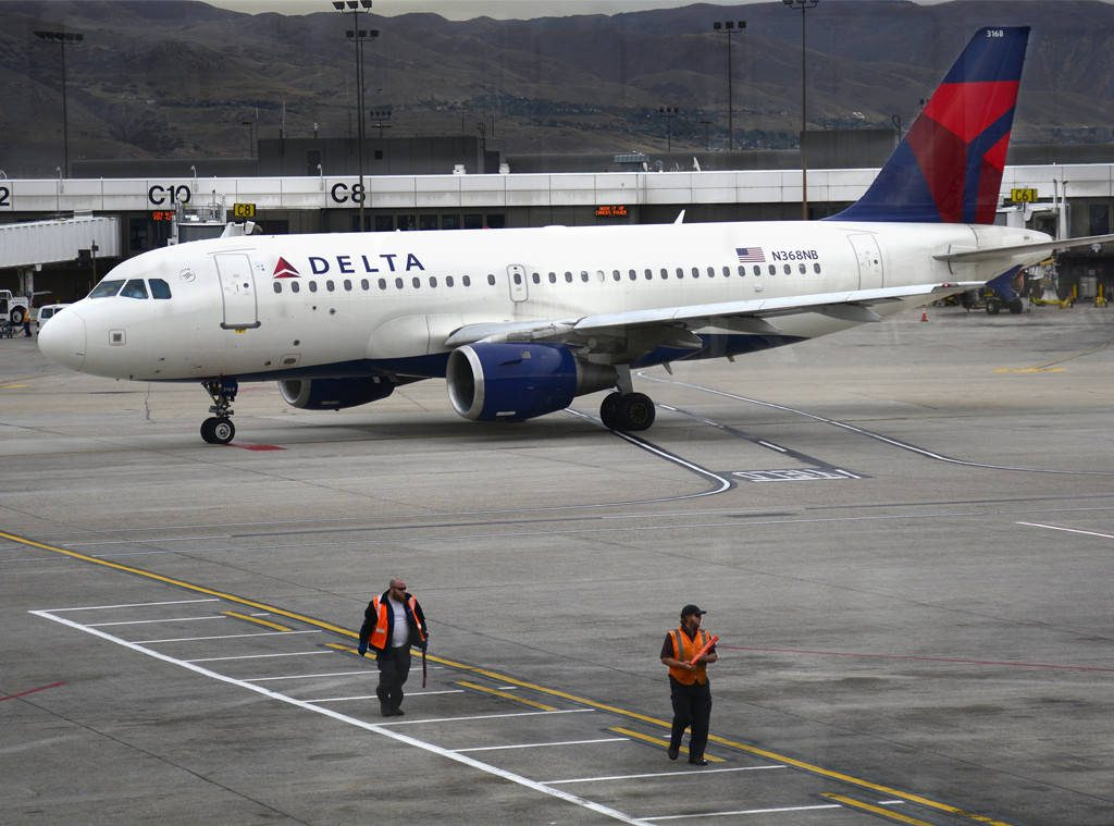 Man Kicked Off Delta Flight For Using The Bathroom Before Takeoff…Seriously! Bizarre Story Inside