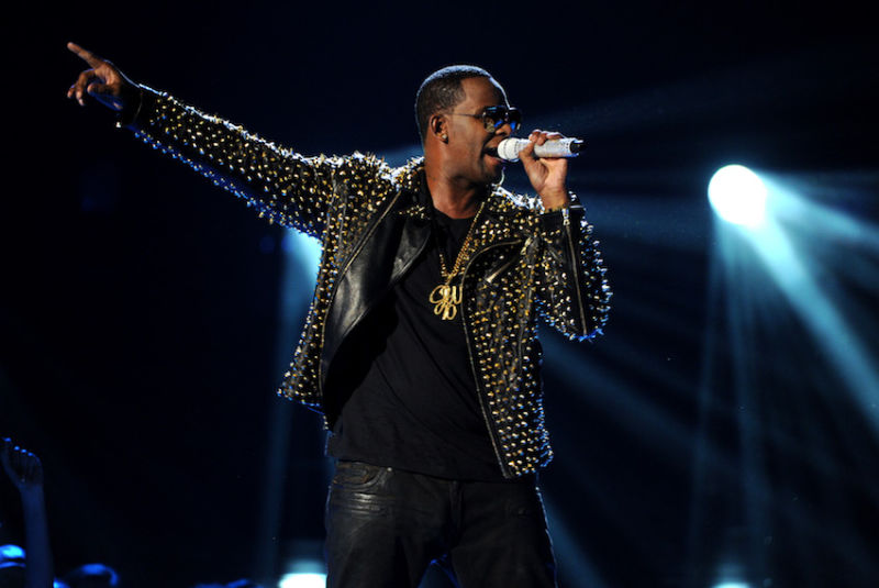 R. Kelly Is Being Sued By Mississippi Deputy Over Alleged Affair With His Wife…HE GAVE HER CHLAMYDIA!