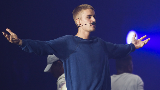 Fans Are Freaking Out After Justin Bieber Cancels Remaining 'Purpose' Tour Dates, But One Artist Is Sticking Up For Him!