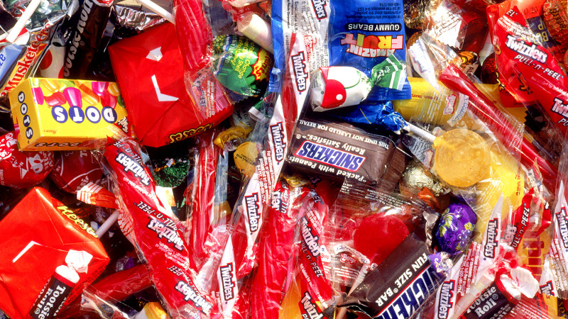 Halloween Nightmare: Dad Snacks On His Kids' Halloween Candy, And Finds/Eats Something Truly Disgusting (PHOTO)