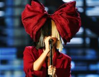 Sia Posts Nude Photo Of Herself On Twitter After Hearing Someone Was Trying To Sell Nude Photos Of Her